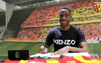 Boubakar Camara signe son premier contrat professionnel